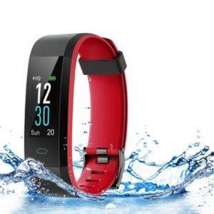 der Fitness Tracker hat ein geringes Gewicht im Test und Vergleich