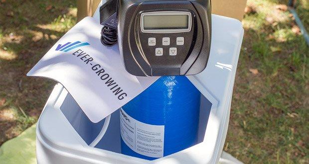 In dem Kabinett ist eine GFK- Druckflasche eingebaut, welche mit hochwertigem Ionenaustauscher-Harz gefüllt ist