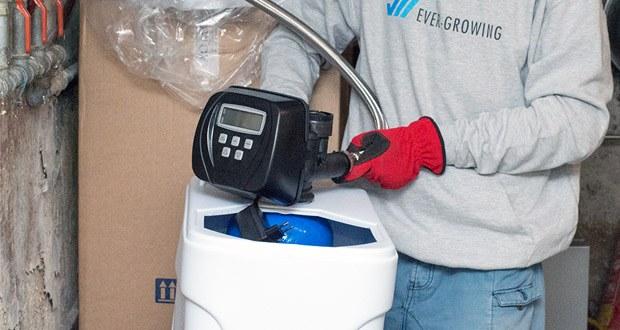 Das elektronisch wassermengengesteuerte Ventil Clack WS 1 CI misst mittels eines integrierten Wasserzählers den Weichwasserverbrauch
