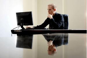 Anwalt erstellt das Arbeitszeugnis im Test und Vergleich