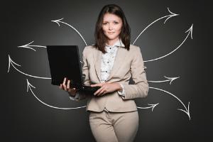 Externer Dienstleister erstellt Arbeitszeugnisse im Test und Vergleich