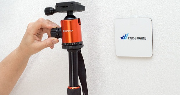 GEEKOTO Aluminum Stativ AT24Pro im Test - die genaue 360°-Skala ermöglicht eine präzise Bildausrichtung und erleichtert die Panoramafotografie; ein horizontaler Kalibrator hilft, das Kamerastativ auf unebenem Boden einzustellen