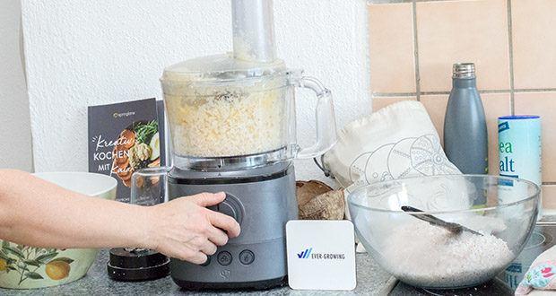 Springlane Universal Küchenmaschine Kaia im Test - Extra breiter Einfüllschacht