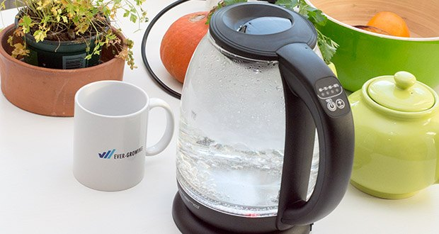 Emerio Glas Wasserkocher im Test - drückt man den Ein/Aus Schalter für ca. 3 Sekunden wechselt das Gerät in den Warmhaltemodus