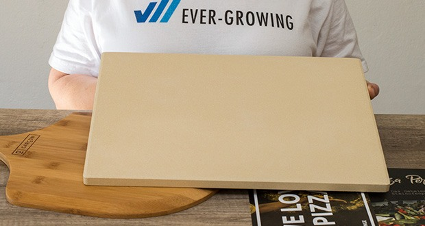 GARCON Pizzastein für Backofen und Gasgrill 3er Set im Test - die porige Oberfläche des Cordierit Steins entzieht dem Teig Feuchtigkeit und gibt die Wärme an den Pizzaboden ab