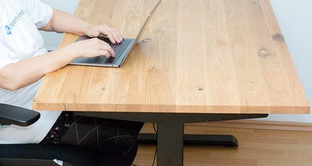 Ergotopia elektrisch höhenverstellbarer Schreibtisch im Test - elektrisch höhenverstellbare Arbeitstische erhöhen nachweislich die Produktivität beim Arbeiten
