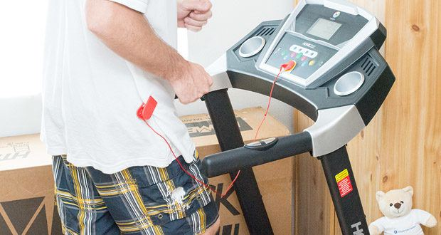 Das Laufband Home Track HT1000F mit incline von Miweba Sports – Dank Pulsmessung können Sie prüfen, ob Sie gesund trainieren, oder sich gegebenenfalls eine Pause gönnen müssen