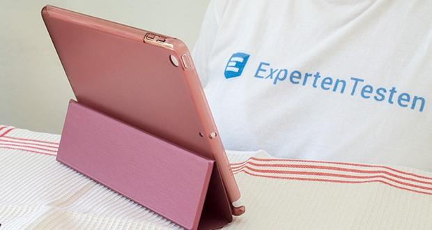 EasyAcc Hülle für iPad 5/6 im Test - fixiert ihr Gerät in einem idealen Betrachtungswinkel oder in angenehmer Position um zu schreiben