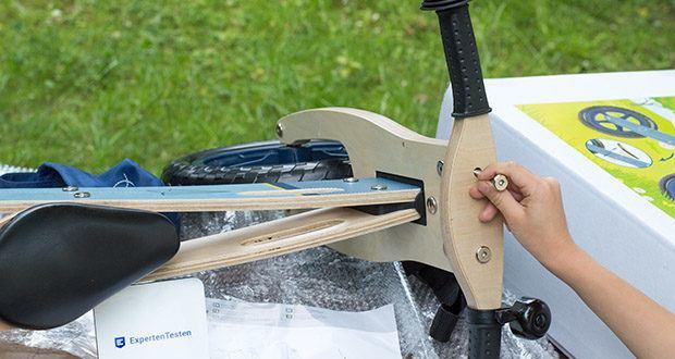 small-foot Laufrad blauer Papierflieger im Test - für ein Plus an Sicherheit sorgt die Einschlagsbegrenzung am Lenker