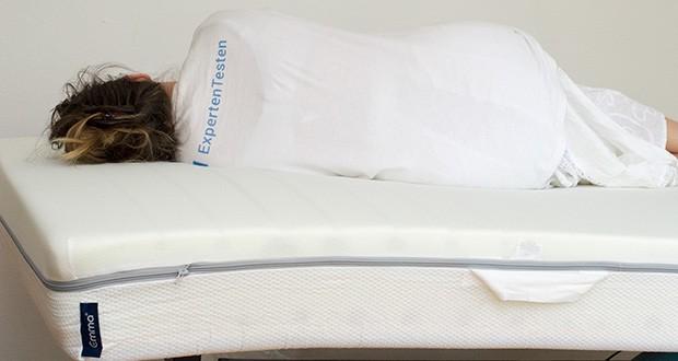 Emma One Matratze 140x200 im Test - sorgt für eine hervorragende Anpassung an Deinen Körper und somit maximalen Komfort