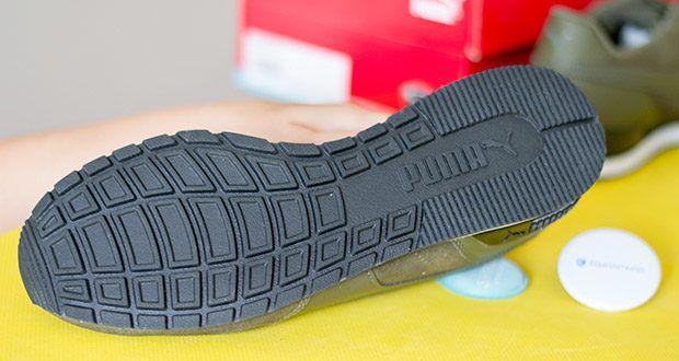 PUMA ST Runner V2 SD Sneaker im Test - ist mit einer moderneren Laufsohle aus durchgehendem Gummi ausgestattet, die für Bodenhaftung und Strapazierfähigkeit sorgt