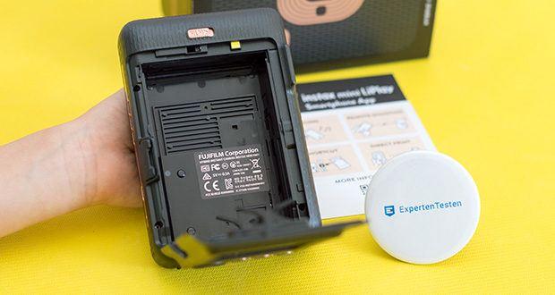 Fujifilm Instax Mini LiPlay Elegant Hybride Sofortbildkamera im Test - per Knopfdruck können Sie Ihre Sofortbilder ganz einfach und komfortabel ausdrucken