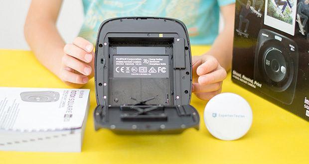 Fujifilm instax SQUARE SQ 20 Hybride Sofortbildkamera im Test - die Selbstauslösefunktion verschafft genug Zeit, damit auch Sie sich vor der Linse platzieren können