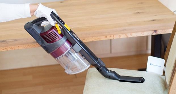 Shark Anti Hair Wrap IZ251EUT Staubsauger im Test - damit eignet er sich perfekt für die Reinigung von Treppenstufen, Sofas, Möbeln oder Ihrem Auto