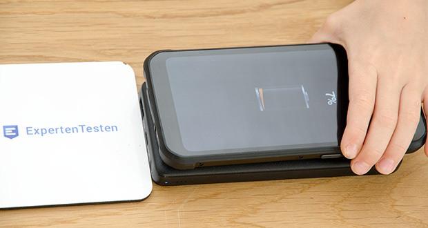 Anker PowerCore III 10K Wireless Powerbank 10000mAh im Test - zum Aufladen deines Smartphones, deiner Kopfhörer oder anderer Qi-zertifizierten Geräte einfach mittig auf dem Ladepad platzieren und unterwegs blitzschnell aufladen