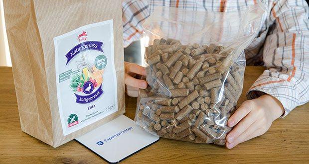 Leiky Naturgenuss kaltgepresst Hundefutter Ente im Test - zudem enthält es wertvolle pflanzliche Bestandteile wie die nährstoffreiche Süßkartoffel, Kräuter und pflanzliche und maritime Öle