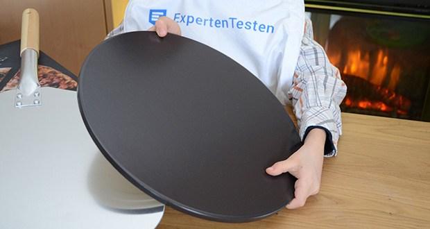 Esprevo Pizzastein Set im Test - dank der zertifizierten Beschichtung lässt sich der runde Pizzastein mit minimalem Aufwand in Sekundenschnelle reinigen