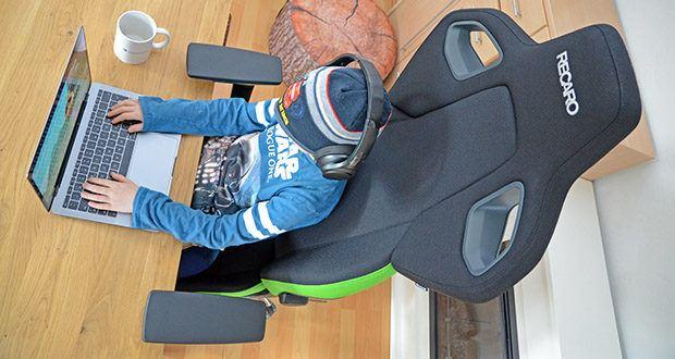 Recaro Gamingstuhl Exo FX im Test - im Sitzpolster einen Anti-Submarining-Hügel integriert, der ursprünglich für den Automotive-Bereich entwickelt wurde