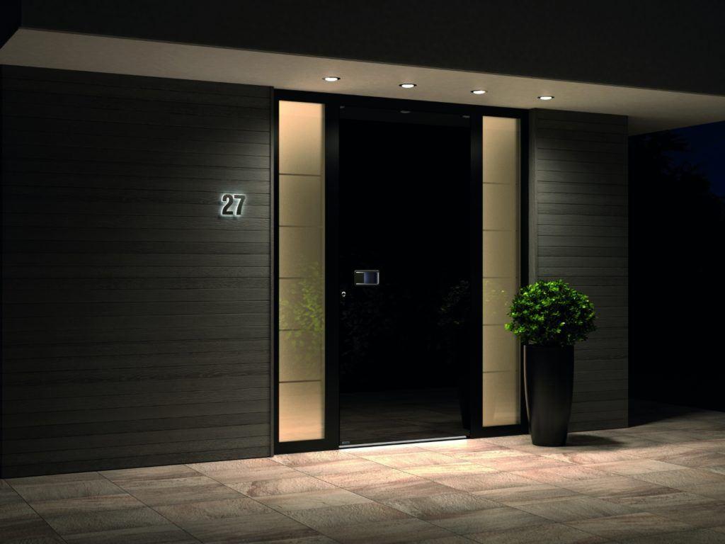 Schwarze Eingangstür