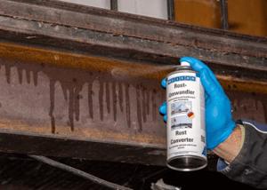 Bei einer großen Fläche wie bei einem Schiff eignet sich vor allem das Rostumwandler Spray.
