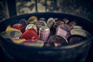Kaffeekapseln gibt es in vielen verschiedenen Varianten. Sie beschränken sich dabei nicht nur auf Kaffee allein, sondern auch andere Zutaten wie Kakao oder Vanille enthalten. (Bildquelle: Thomas Wolter / pixabay.com)
