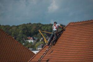 Guter Kostenvoranschlag eines Dachdeckers
