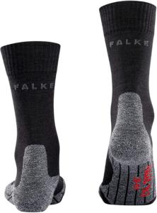 Bei einer Wanderung im Gebirge kommt es häufig zu kühleren Temperaturen. Hier sind Wandersocken aus Wolle hervorragend dazu geeignet, die Füße warm zu halten.