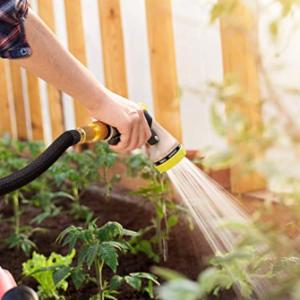 Flexible Gartenschläuche können in unterschiedlichen Gebieten in Einsatz kommen. Sie eignen sich für größere als auch für kleinere Gärten und Terrassen. Durch das Ausdehnen und die Flexibilität des Flexischlauchs ist die Manipulation in jedem Gebiet einfacher.