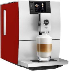 Ein Jura Kaffeevollautomat kann verschiedenen Kaffeespezialitäten zubereiten. Abhängig von der Maschine können die Standartspezialitäten, aber auch ausgefallenere Kreationen zubereitet werden.