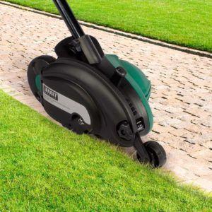 Vor allem für die Pflege einer größeren Rasenfläche lohnt sich die Investition eines Rasenkantenschneiders.