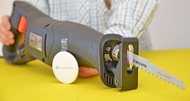 Deltafox Elektro Säbelsäge DP-ERS 8010 im Test - ausziehbare, felxible Fussplatte für variable Schnitttiefen