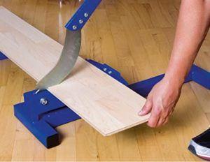 Nachdem das Laminat zugeschnitten wurde, ist ein schnelles Verlegen des Bodenbelags möglich.