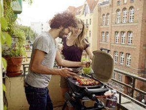 Bei einem Gasgrill muss man nicht lange auf eine Glut warten, sondern kann gleich mit dem Grillen beginnen.