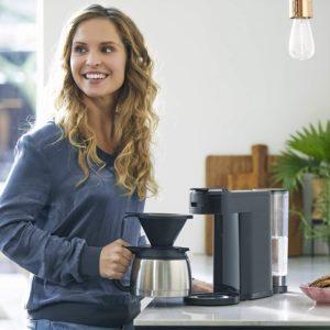 Die Kaffeevielfalt ist groß und es gibt bereits viele leckere Kreationen. Du kannst deine eigene Kreation leicht mit einem leckeren Sirup erstellen oder deinen Kaffee so aufpeppen.