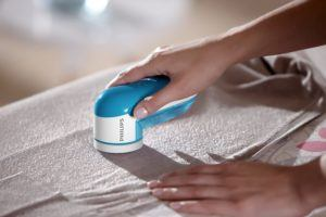 Mit dem Fusselrasierer können Sie Klamotten, Möbel, Decken, Kuscheltiere etc. von nervigen Flusen, Knötchen etc. befreien.
