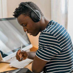 Bose Kopfhörer mit Kabel haben den Vorteil, dass sie nicht aufgeladen werden müssen.
