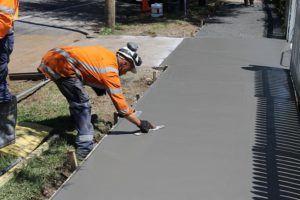 Guter Kostenvoranschlag für Gehwegplatten verlegen