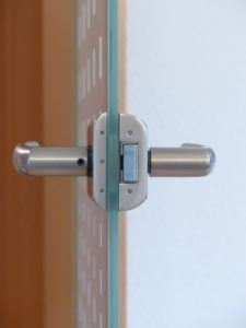 Günstiger Handwerker für Glas in Tür ersetzen