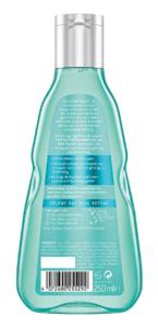 Besonders gefärbte Haare brauchen in der Regel eine besondere Pflege. Aber Achtung bei Anti Schuppen Shampoos! Die Farbe kann sonst leicht entzogen werden.