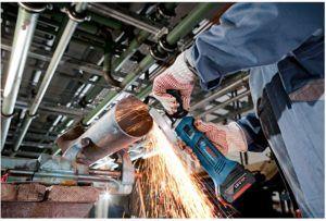 Akku Winkelschleifer können viele verschiedene Materialien, wie zum Beispiel Stahl oder Beton trennen.
