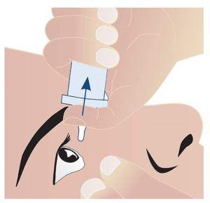 Langes Arbeiten am Bildschirm kann zu trockenen und gereizten Augen führen. Produkte, die die Tränenflüssigkeit imitieren, können die Beschwerden lindern.