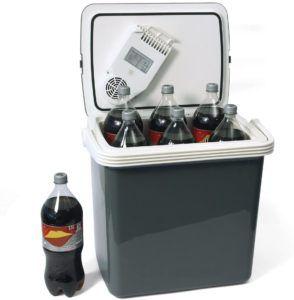 Mit einer thermoelektrischen Kühlbox kann man Getränke und Speisen kalt oder warm halten.