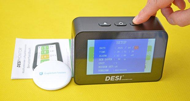 DESI-System DESI Monitor Luftquailitätsmonitor im Test - anzeige von Datum, Uhrzeit und Ladezustand des Akkus; Weckfunktion