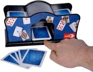 Egal ob zuhause, im Park oder im Auto: eine Runde Kartenspielen mit den Freunden oder der Familie ist eine tolle Freizeitbeschäftigung. Dank der vielseitigen Spielmöglichkeiten ist für jeden etwas dabei.