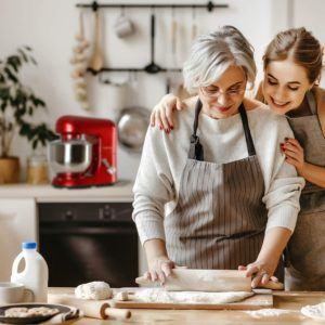 Ob für das kleine Freundinnen Treffen am Nachmittag, oder für den grossen 80 Geburtstag von der Oma, mit einer Küchenmaschine von Klarstein ist man optimal ausgerüstet.