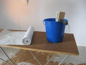 Geld sparen bei Wohnung tapezieren im Vergleich