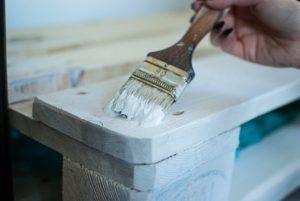 Günstiger Handwerker für Möbel Reparatur