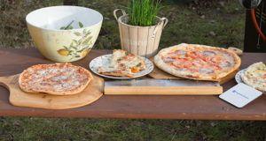 Wie schmeckt die Pizzastein-Pizza vom Grill?