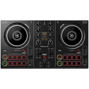 DJ Controller mit übersichtlichen Oberflächendesign und stylischer Beleuchtung.