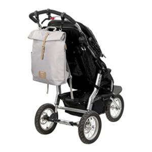 Der Wickelrucksack ist so entwickelt, dass Sie ihn direkt am Kinderwagen aufhängen können.